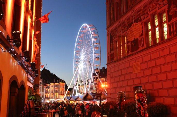 Le Marché de Noël de Mulhouse, au pied du Temple Saint Etienne