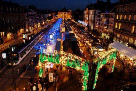 Le Christkindelsmärik, célèbre marché de Noël de la place Broglie à Strasbourg