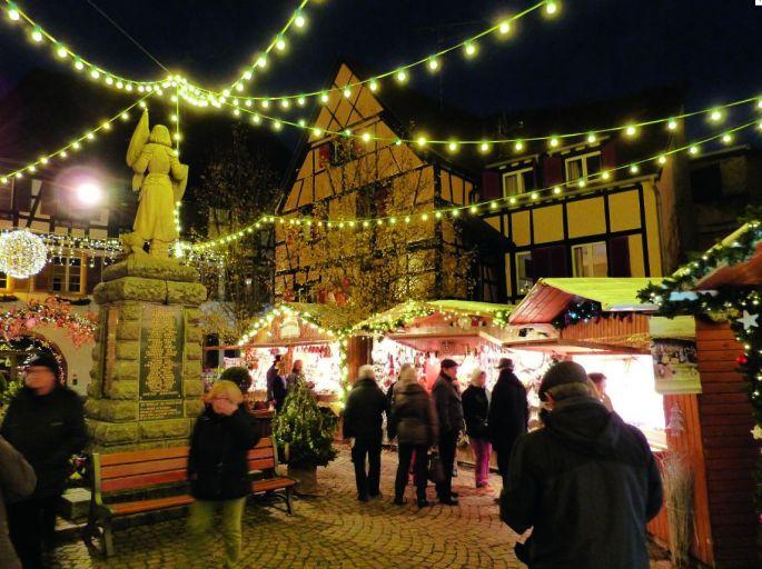 Le Marché de Noël de Eguisheim se sublime une fois la nuit tombée