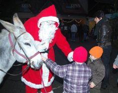 Le Père Noël en visite à Matzenheim lors du Marché de Noël solidaire