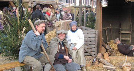 Des personnages en costumes d\'époque à Neuf Brisach