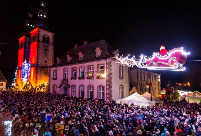 Le Père Noël s\'envole au dessus de Saint Quirin