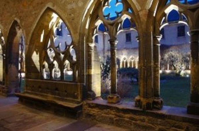 Colmar Musée d\'Unterlinden  - Vue du cloître du XIIIe siècle