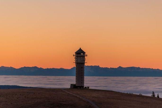 Observer le sublime paysage depuis la tour Feldberg
