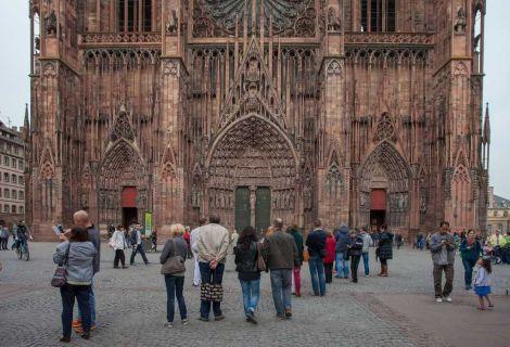 L\'Office de tourisme de Strasbourg propose des visites guidées, notamment de la Cathédrale