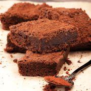 On recycle les restes de chocolats de Pâques dans un gâteau !
