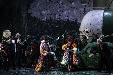 L\'Elisir d\'amore mis en scène par Stefano Poda