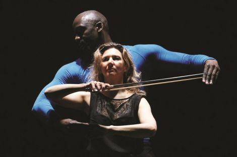 Ophélie Gaillard (violoncelle) et Ibrahim Sissoko (danse)