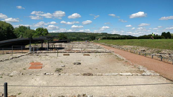 Les fondations exhumées des anciennes constructions romaines