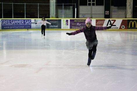 A la Patinoire de Mulhouse, on apprend à glisser sur ses patins