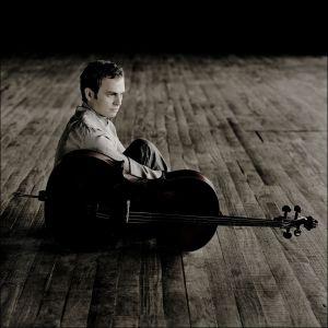 Le violoncelliste Pavel Gomziakov joue avec l\'OSM
