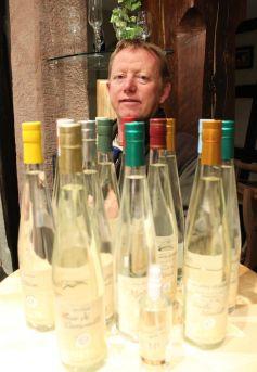 Philippe Traber veille sur la qualité de ses 87 eaux-de-vie et 23 liqueurs