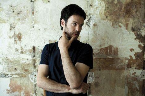 Le songwriter Piers Faccini évoque dans son concert la Sicile du XIIIe siècle, ouverte et tolérante