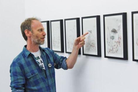 Steve Roden, pas peu fier de ses dessins pittoresques