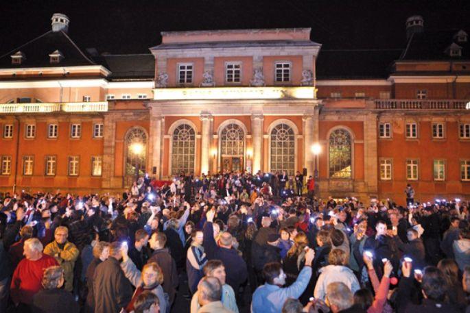 Une marche de nuit qui attire les foules à Mulhouse