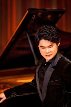 Le pianiste Nobuyuki Tsuji joue \