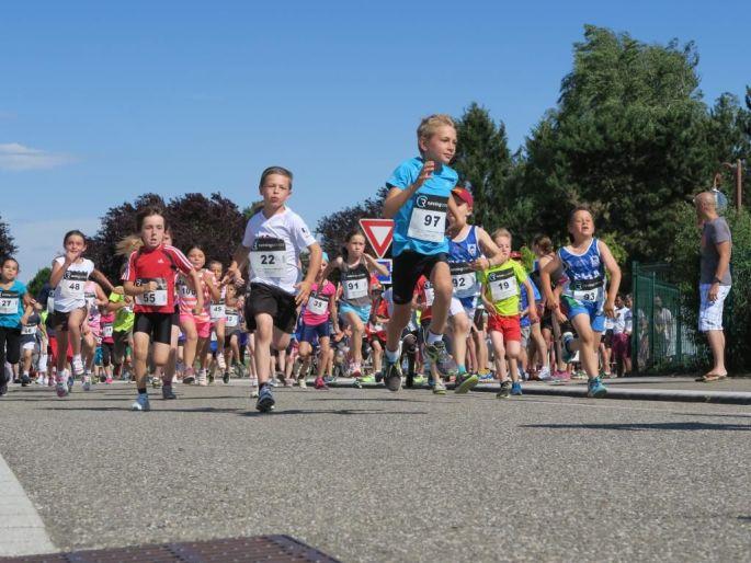 Petits et grands participent à la Ronde du Tilleul à Burnhaupt-le-Haut