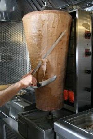 Le rouleau de viande tournante, qui sert d\'ingrédient de base à plusieurs plats nommés Kebab