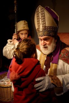 Le Saint Nicolas rencontre les enfants