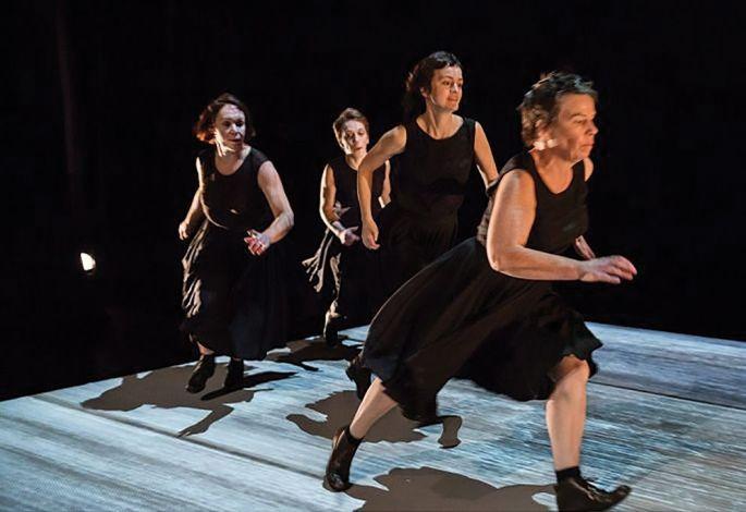 Fratries, du Fil rouge théâtre, un chœur de femmes qui évoque les liens fraternels à voir le 17 octobre