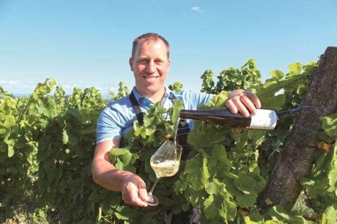Les vignerons d\'Alsace et d\'ailleurs sont fiers de présenter leurs vins aux visiteurs du Salon des Vignerons indépendants à Strasbourg