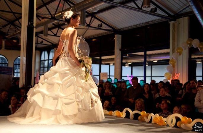 Les défilés de robe de mariée, un incontournable des salons du mariage