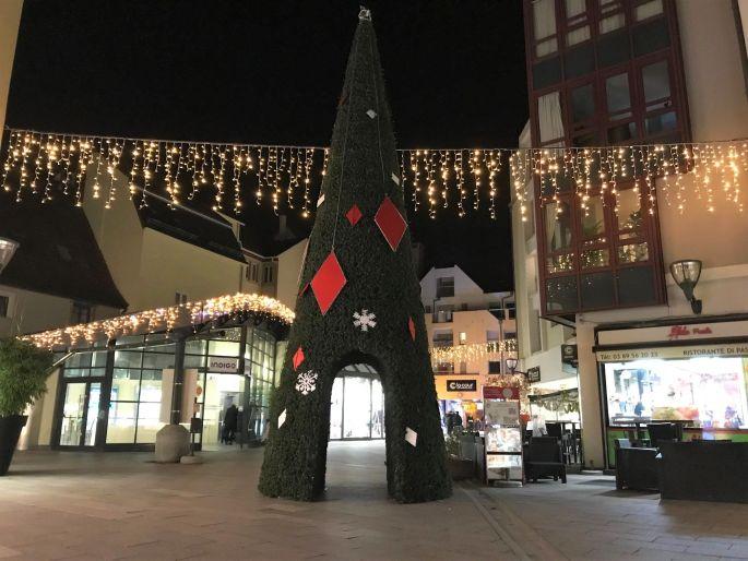 Un sapin de Noël peu ordinaire à la Cour des Maréchaux à Mulhouse