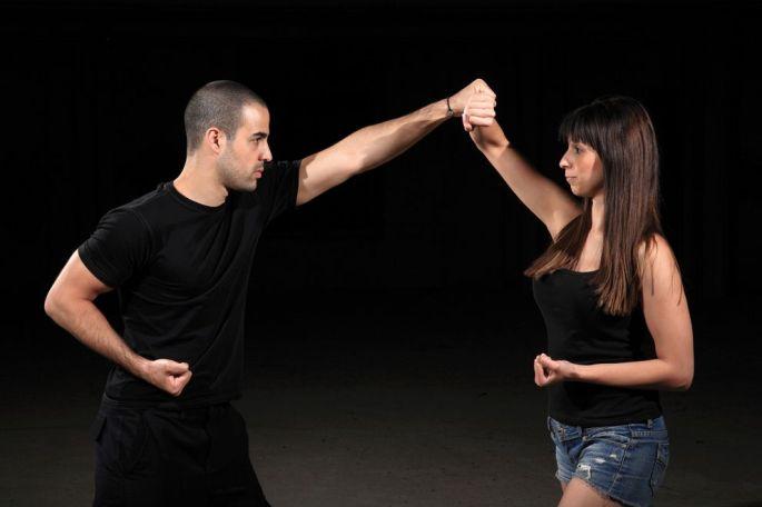 Dans les cours de self defense, on apprend d\'abord à mesurer le danger, et à y réagir très vite