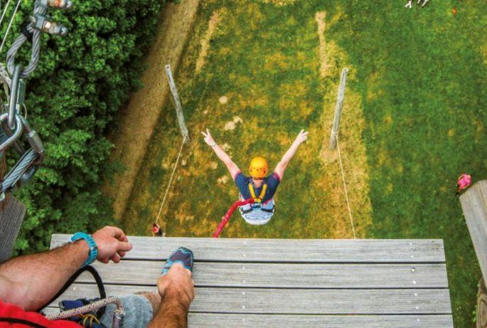 Un saut dans le vide depuis la Tour de l'Extreme à Breitenbach