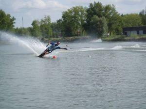 Le ski nautique peut se pratiquer sur de nombreux cours d\'eau d\'Alsace.