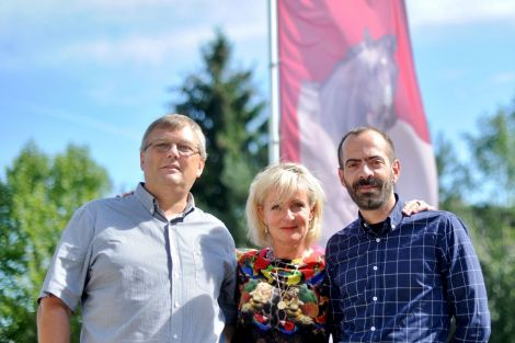 De gauche à droite : Benoît Bergaentzlé (Président de la Société Hippique de Mulhouse), Sabine De Cian (Secrétaire Générale) et Matthieu Touillez (Directeur)
