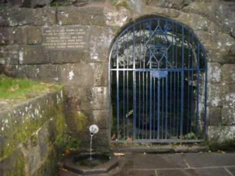 La source miraculeuse du Mont Ste Odile est discrète, même si très célèbre.