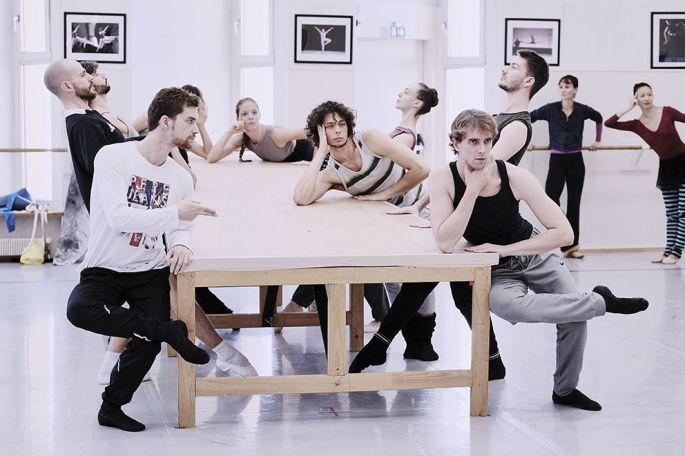 Le ballet de l\'Opéra national du Rhin, en répétition pour La Table Verte