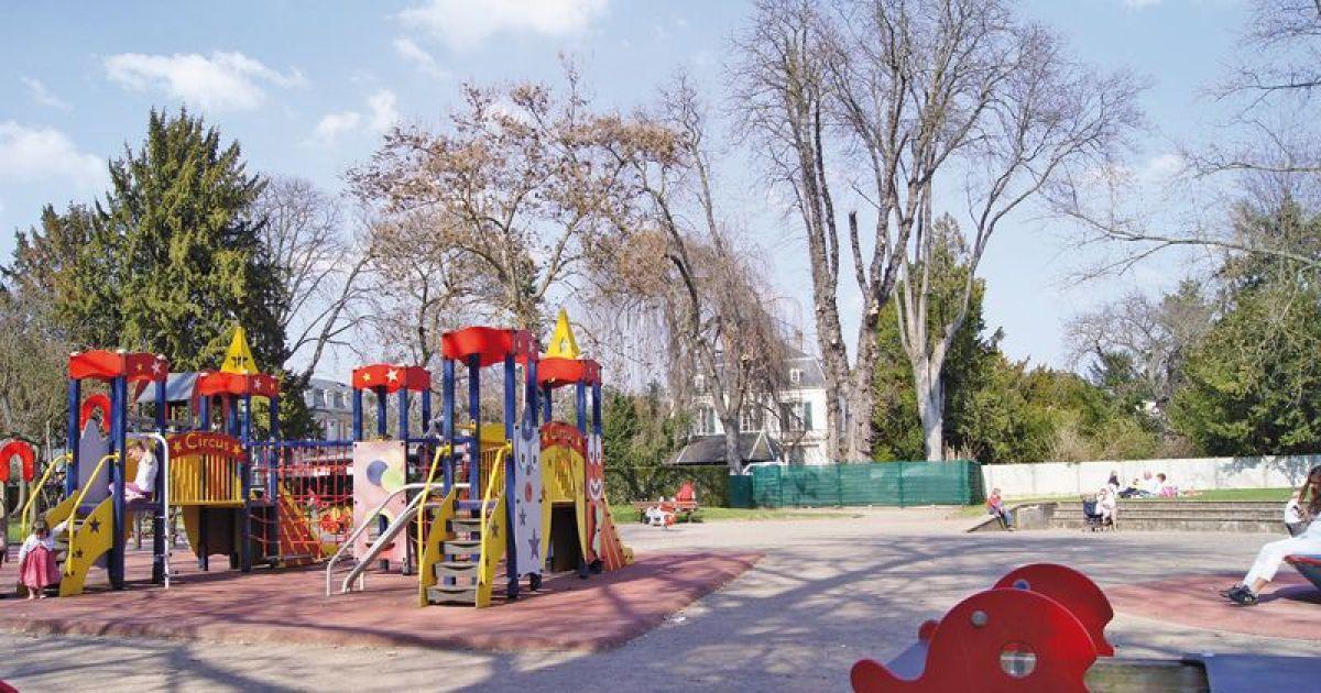 square m quillet colmar parc avec aire de jeux. Black Bedroom Furniture Sets. Home Design Ideas