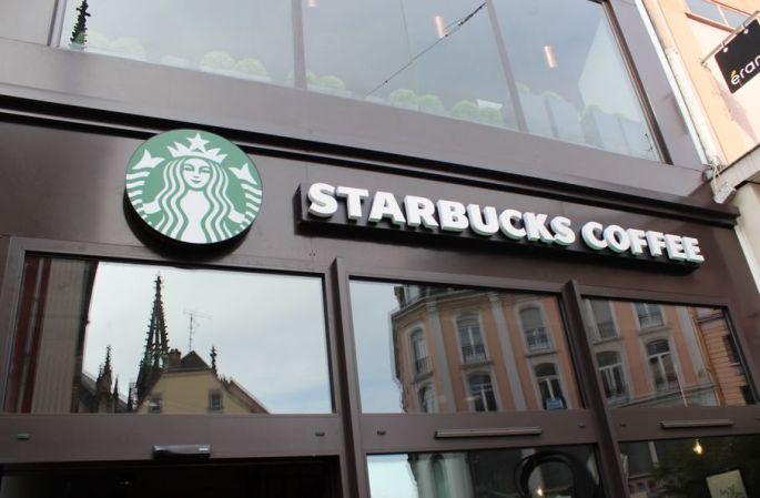 L\'entrée du Starbucks Mulhouse