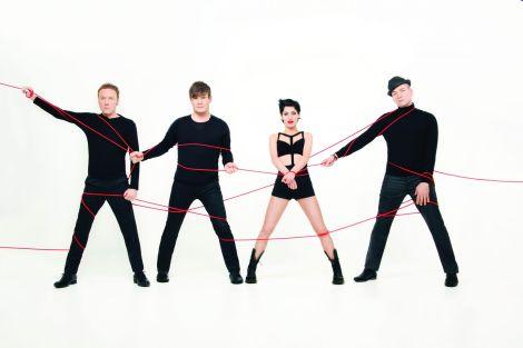 Le groupe Superbus, emmené par la chanteuse Jennifer Ayache