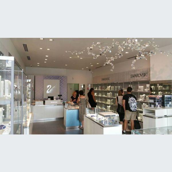 Swarovski à Mulhouse, boutique de bijoux, montres cristal ...