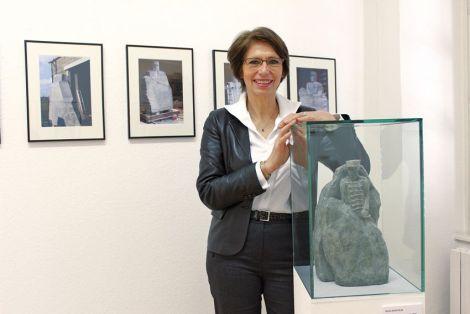 Sylvie Koechlin, sculptrice de la statue Dreyfus au Parc Steinbach