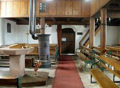 L\'intérieur des temples protestants est austère et dénué de décorations, comme le préconise la doctrine réformée.