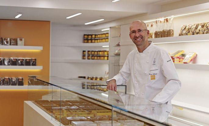 Le célèbre pâtissier-chocolatier Thierry Mulhaupt dans l\'une de ses boutiques à Strasbourg