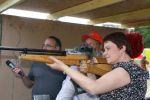 Le tir est un sport qui exige concentration, maîtrise de soi et... permis de port d\'armes!