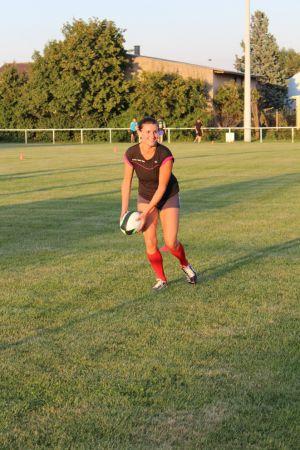 A la différence du rugby, on ne plaque pas son adversaire, mais on le touche. Un sport non violent qui attire beaucoup de filles