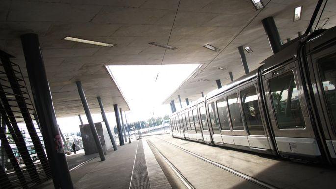 L\'arrêt de tram Hoenheim gare, réalisé par l\'architecte Zaha Hadid