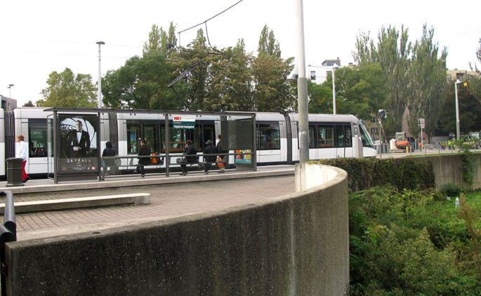 L\'arrêt de tram desservant l\'hôpital de Hautepierre