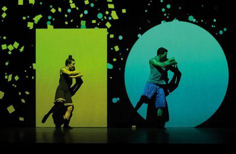 Dot, un spectacle mêlant danse, théâtre, musique et nouvelle technologie