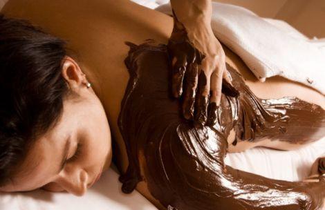 Un massage gourmand : le massage au chocolat