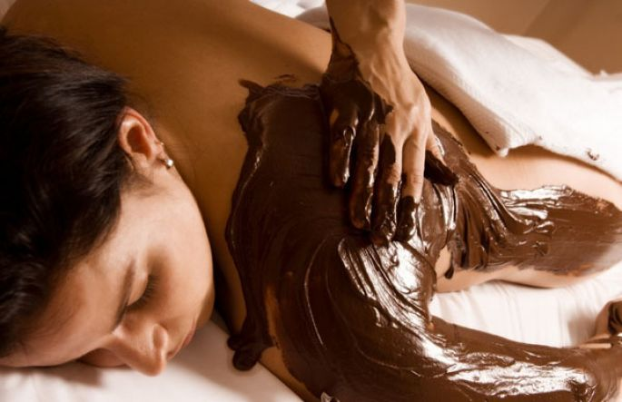 Un massage gourmand : le massage au chocolat