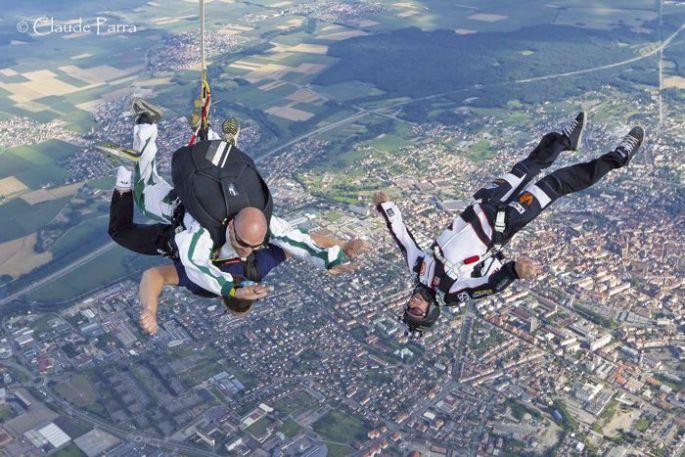 Un saut en parachute