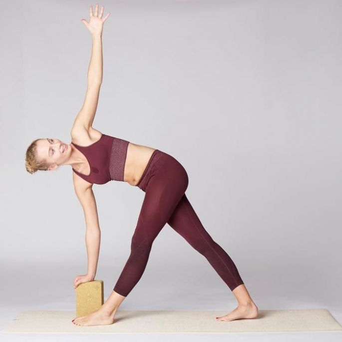 Une brique de yoga pour soulager le dos
