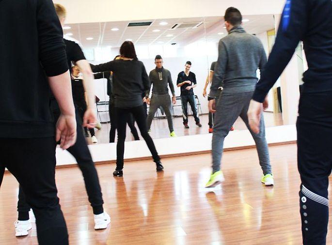 Les élèves de l\'EC2M en plein cours de danse